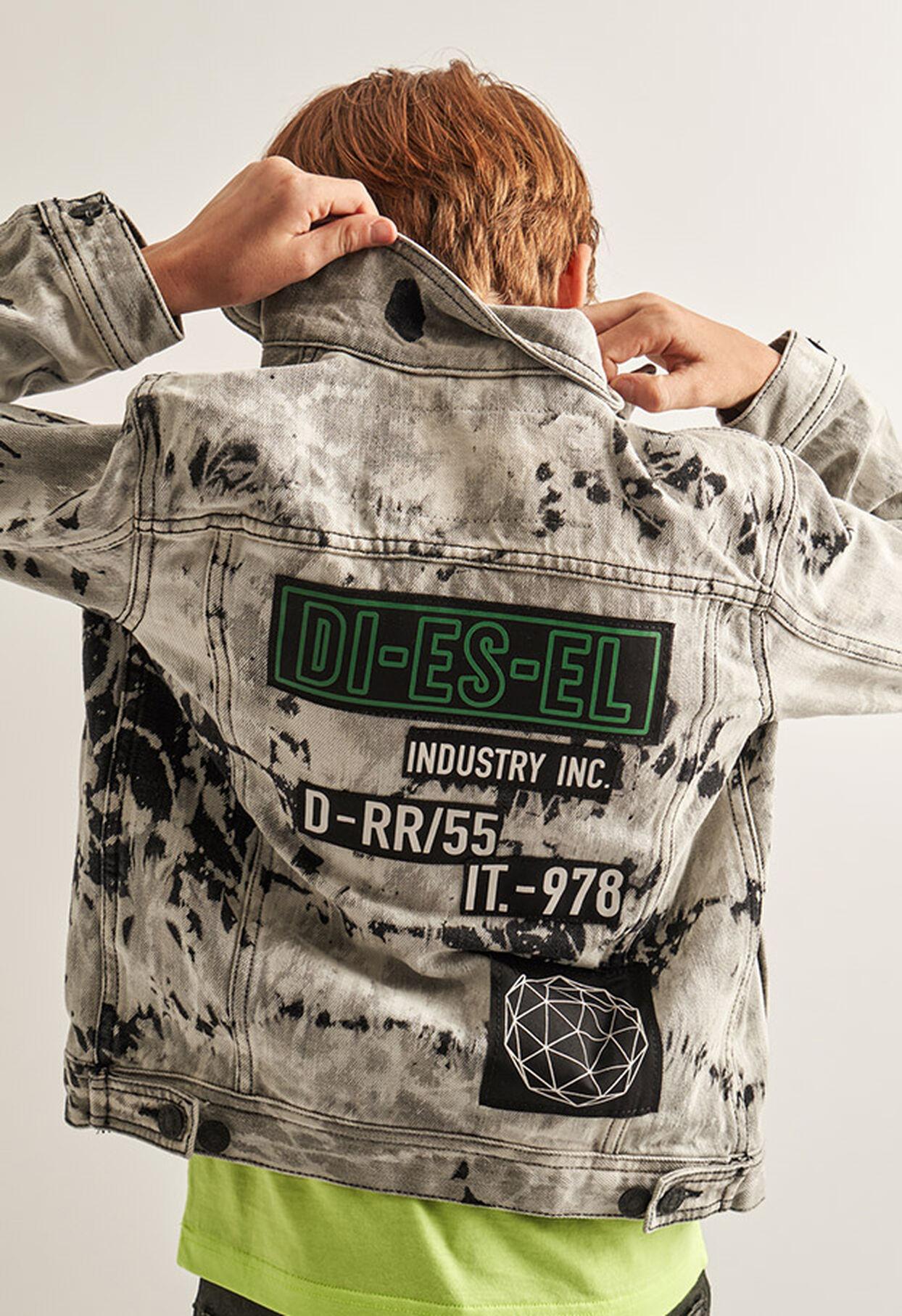 https://nl.diesel.com/dw/image/v2/BBLG_PRD/on/demandware.static/-/Library-Sites-DieselMFSharedLibrary/default/dw9fd09078/CATEGORYOV/2x2_90.jpg?sw=1244&sh=1814