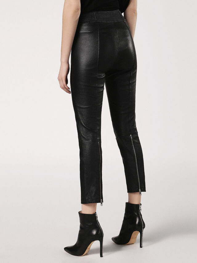 L-WANDA, Black Leather
